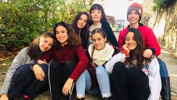 Les noies de l'equip (d'esquerra a dreta i de dalt a baix): Asia Ortega (Flor), Mireia Oriol (Lorena), Clàudia Riera (Gina), Natàlia Barrientos (Berta), Dèlia Brufau (Emma), Júlia Gibert (Raquel), Yas