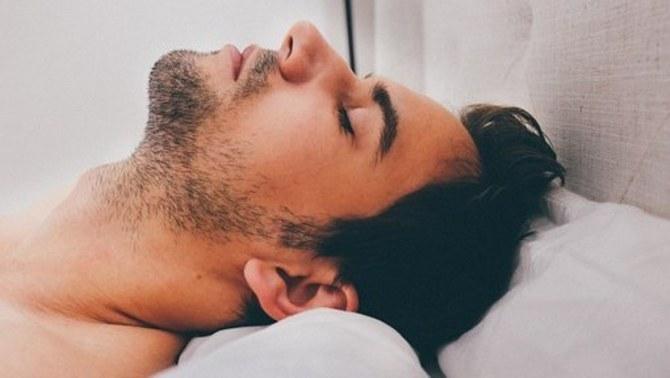 Dormir poc o malament pot provocar patologies cròniques
