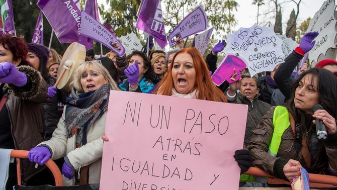 El feminisme protesta contra el pacte PP, Cs i Vox al Parlament andalús
