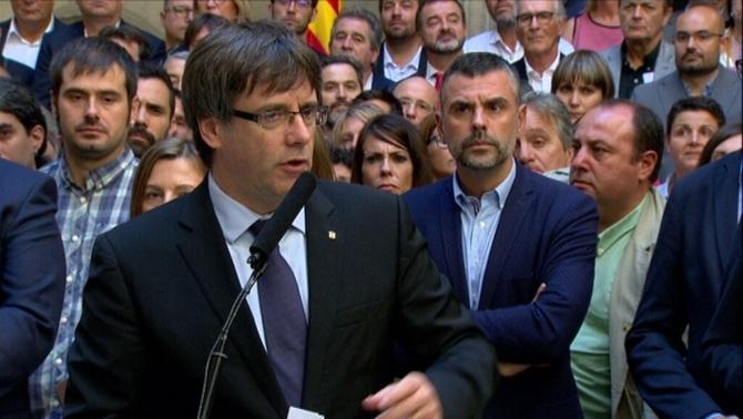 """Puigdemont agraeix als alcaldes de l'1-O la determinació per fer """"un país lliure"""""""