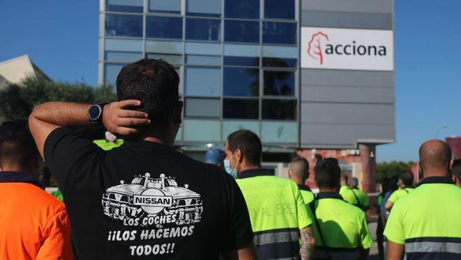 Nissan internalitzarà la feina que ara feien els treballadors d'Acciona a Zona Franca