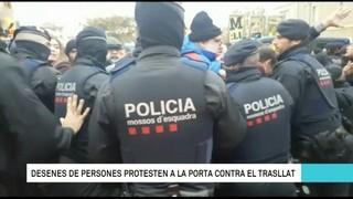 Tensió entre els manifestants i els Mossos pel trasllat de les obres d'art de Sixena
