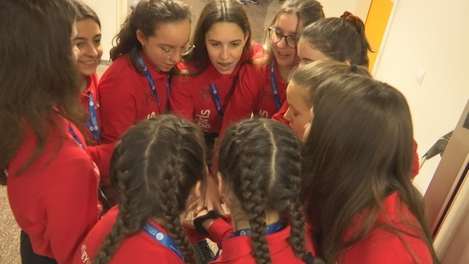 Un equip íntegrament de noies al First Lego League per fomentar enginyeres del futur