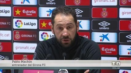 Aleix Garcia rep l'alternativa al mig del camp del Girona