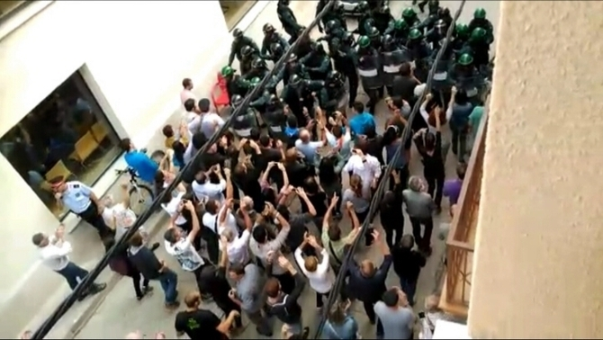"""L'""""ús excessiu de la força"""" l'1-O, al resum del 2017 de Human Rights Watch"""