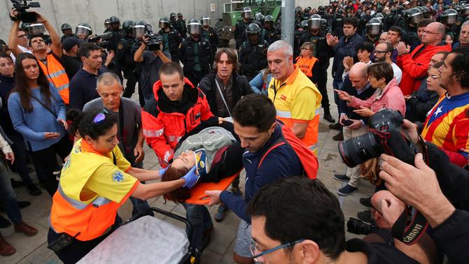 Pugen a 893 els ferits per les càrregues de la policia espanyola per l'1-O