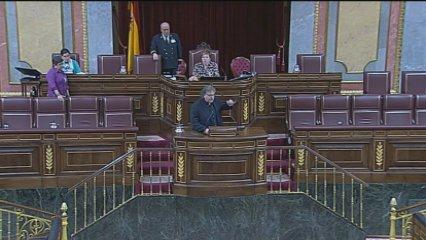 Wert insinua que la situació del castellà a Catalunya és com la del català durant el franquisme i més tard rectifica