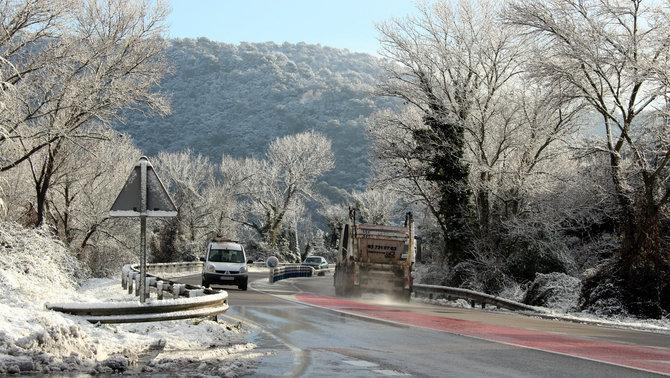 Es recupera la normalitat a les carreteres després de la nevada d'aquest dilluns