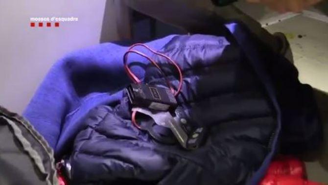 Detinguts per posar dispositius de seguiment en cotxes d'empresaris i assaltar-los