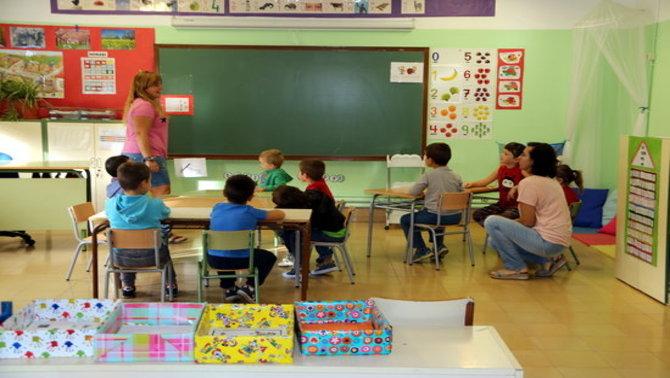 La comunitat educativa desmenteix el ministre Dastis i defensa el model escolar