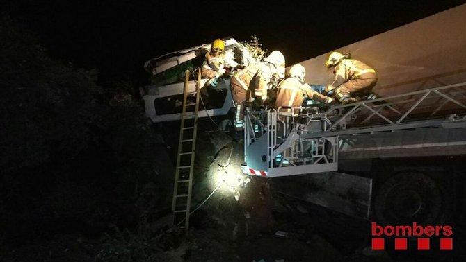 Un ferit crític en un xoc frontal entre un camió i un turisme a Sant Carles de la Ràpita