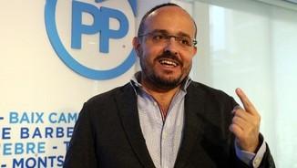 """Alejandro Fernández visita el Comunista: """"Estimeu-me menys i voteu-me més"""""""