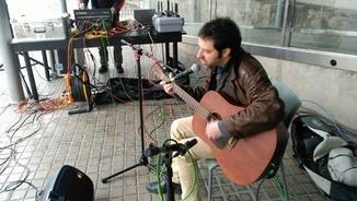 """""""El suplement"""" toca a l'Arts Santa Mònica amb Mazoni"""