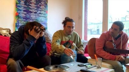 Stay Homas, viralitat des del terrat de casa i banda sonora del confinament