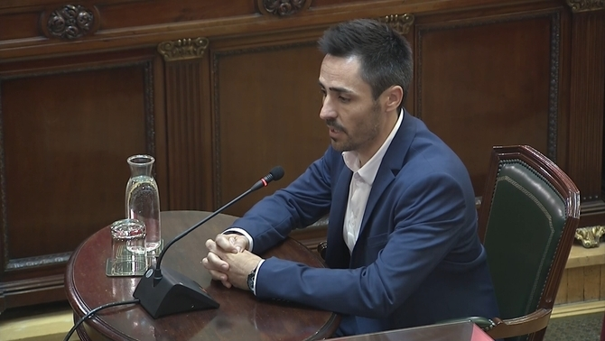 "The mayor of Sant Julià de Ramis: ""Puigdemont did not show up on October 1. An army did"""