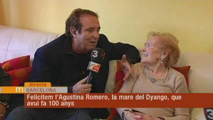 """Dyango i la seva mare centenària ens entendreixen cantant plegats """"La mare"""""""