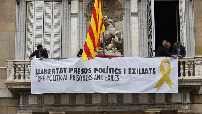 La Junta Electoral dona a Quim Torra 48 hores per retirar estelades i llaços grocs