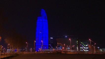 """""""Hello"""", la torre Agbar s'il·lumina per donar la benvinguda al Mobile World Congress"""