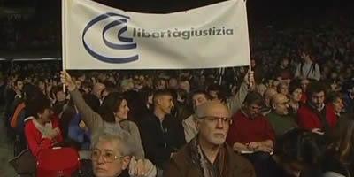 Milers de persones demanen la dimissió de Berlusconi en diferents ciutats italianes