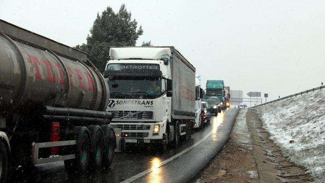 Queixes de camioners per la prohibició de circular quan encara no ha agafat la neu