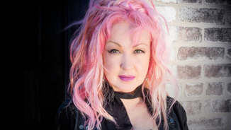"Cyndi Lauper canta ""There's no business like show business"""