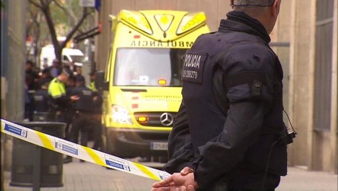 La família del professor mort per un alumne a Barcelona portarà el govern als tribunals
