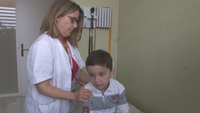 Primer nen curat de leucèmia amb un tractament pioner pagat per la sanitat pública