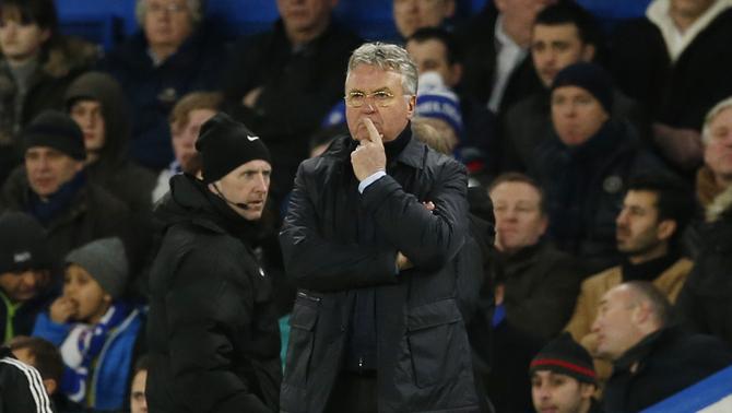 Guus Hiddink dirigint el Chelsea contra el West Broomwich Albion (Reuters)