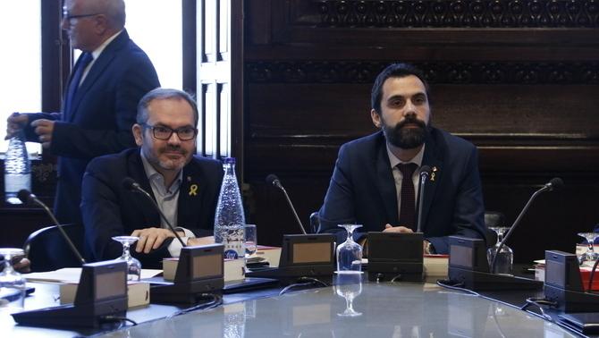 """L'acord de JxCat i ERC pels diputats suspesos per Llarena preveu que """"designin"""" el vot"""