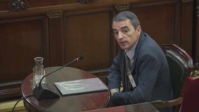 Molinero accuses De los Cobos and the Spanish law enforcement corps of failing to comply with the police operation on October 1