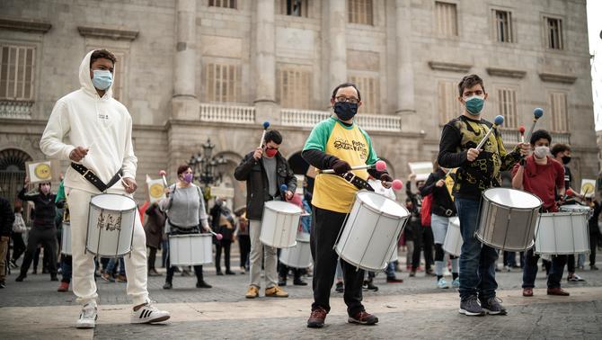 El lleure divers es concentra a Barcelona per demanar la reobertura de les activitats per a persones amb discapacitat