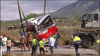 S'investiguen les causes de l'accident, que ha causat 13 morts i 26 ferits
