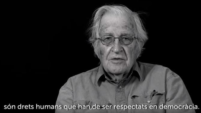 Chomsky, la Nobel Jody Williams i Guardiola reclamen l'alliberament dels presos