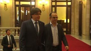 Puigdemont arriba al Parlament