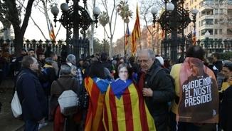 """""""Només el Parlament tria el president"""". Els càntics dels manifestants al parc de la Ciutadella"""