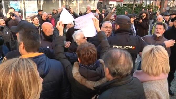 Tensió a Pamplona en coincidir actes de víctimes d'ETA i de suport als presos