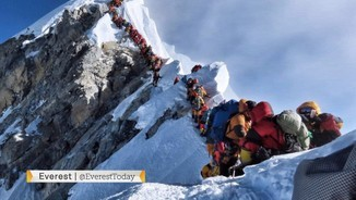 Rècord d'alpinistes en un sol dia a l'Everest