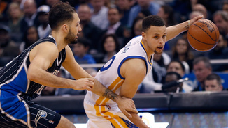 Stephen Curry defensat per Evan Fournier (Foto: Reinhold Matay-USA Today Sports)