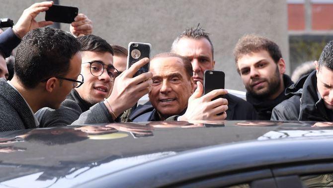 La coalició de Berlusconi s'imposa a Itàlia però no té majoria per governar