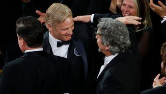 "L'actor Viggo Mortensen i el director Peter Farrelly, en el moment de saber que ""Green Book"" obté l'Oscar al millor film (Reuters)"